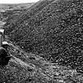 在中國,最簡陋的煤爐從成吉思汗時代就沒有改進過。(網絡圖片)