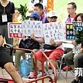 傅振中(右方藍帽者)帶碌柚葉譏諷長毛「監躉」。(楊柏賢攝)