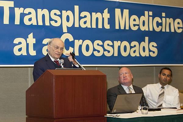 7月29日晚,在舊金山舉行的「移植醫學的十字路口:呼喚良知」研討會上,大衛‧麥塔斯(David Matas)稱,參與活摘醫生與納粹同罪。(  馬有志/大紀元)