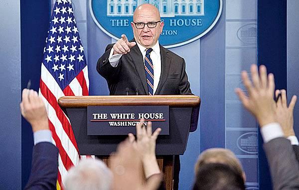 針對共軍機近期頻繁繞臺飛行,白宮國安顧問麥馬斯特12月13日表示關切,美國捍衛航行與飛越自由,不只限於南海。圖為麥馬斯特資料照。(Getty Images)