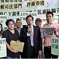 愛字頭組織「珍惜群組」成員,上周三到立法會外挺梁。(大紀元資料圖片)