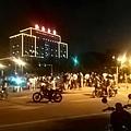 6月10日晚,廣東汕頭市發生奔馳私家車撞倒一家三口交通事故,肇事者還喊來打手與現場民眾互打,最終演變成警民激戰。(網路圖片)2016-06-10