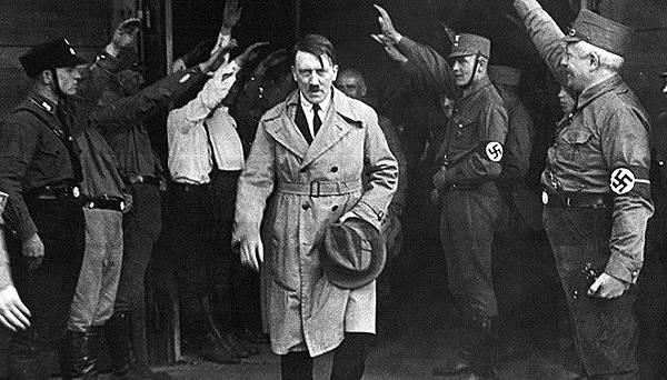 希特勒的兩大思想支柱:極端民族主義、發動群眾的民粹主義。