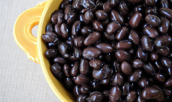 富含鈣質的食物之三:黑豆。(Flickr)