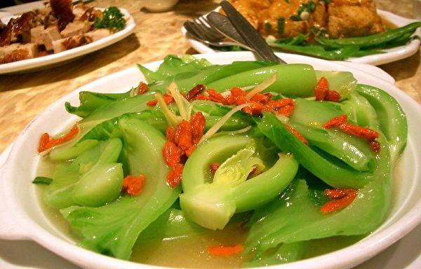 富含鈣質的食物之七:芥菜。(Wikipedia)