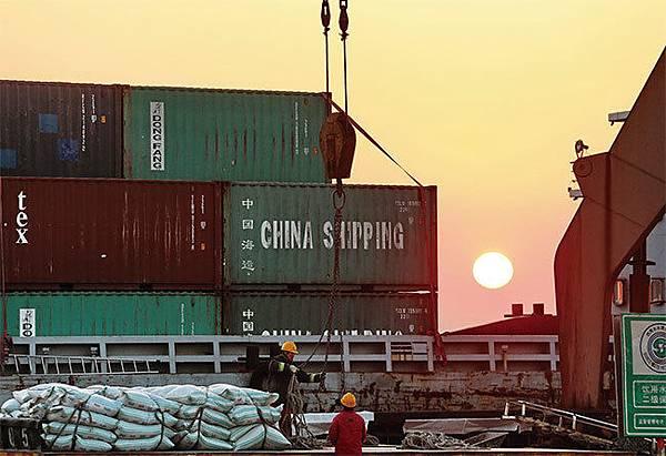 4月19日,美國國會美中經濟與安全審查委員會(USCC)發布制裁已波及19大中國企業。圖為圖為江蘇南通港。(Getty Images)