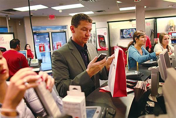 中興和華為都在美出售建立和使用無線網路所需的電信設備,比如Verizon Wireless和AT&T使用的設備,引發了美國對通訊安全的擔心。(Getty Images)