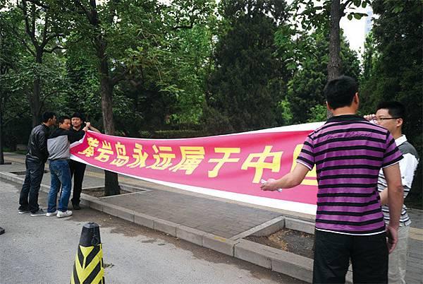 菲律賓在南中國海問題上向北京劃設了「紅線」,不惜宣戰。第一道紅線是中國不能在黃岩島上修建任何設施。圖為2012年中共宣稱黃岩島屬於中國。(AFP)