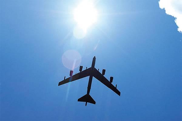 面對中共挑釁,40天內美軍B-52戰略轟炸機四次飛抵南海東沙島。(AFP)