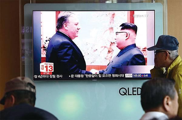 美國國務卿蓬佩奧5月9日與金正恩會談時,敦促其採取應對措施解決綁架日本人的問題。(Getty Images)