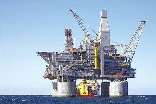 5月14日,俄羅斯石油公司宣布,將與越南合作開採位於南海九段線內爭議區的06-1油田區塊,中共只是通過外交部進行了例行「批評」。(大紀元資料室)