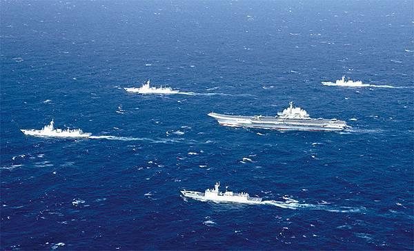 中共軍機自今年1月起,中共軍航艦遼寧號艦隊群多次在臺灣周邊長航訓練,頻頻恐嚇在臺中國人。(Getty Images)