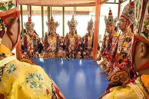 靈修初階課程內容有提到原始信仰和薩滿文化,附圖中是藏傳佛教中的護法神吉祥天母極秘密壇城教授