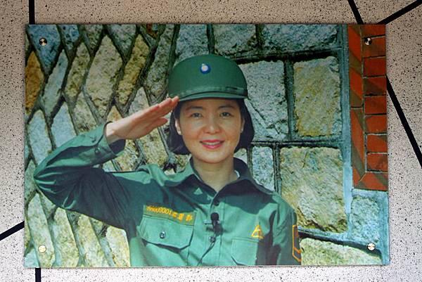 迎賓館正門就是鄧麗君敬禮的照片