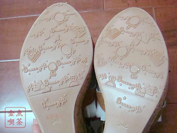 Grace gift交叉縷空防水台楔型涼鞋 棕 鞋底