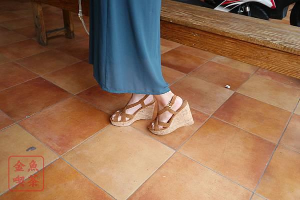 Grace gift交叉縷空防水台楔型涼鞋 棕 實穿