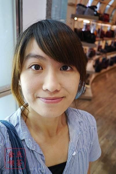 CEZANNE絲漾高保濕防曬粉餅 EX3 完妝室內