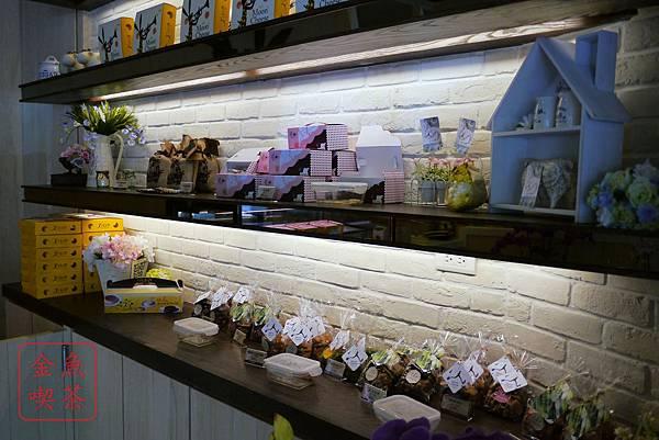 台南 月亮奇司 店內餅乾櫃