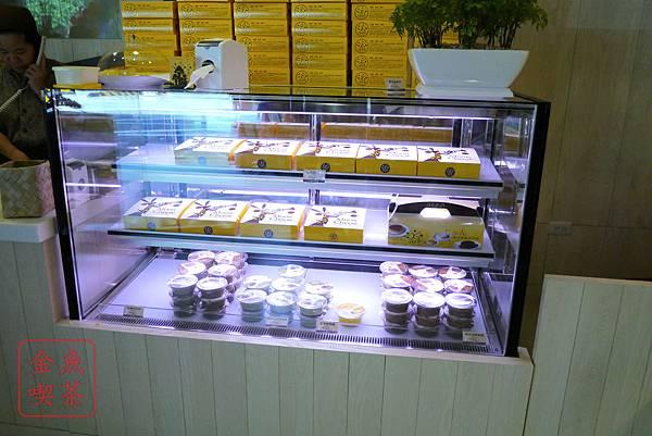 台南 月亮奇司 輕乳酪蛋糕+奶酪冰櫃