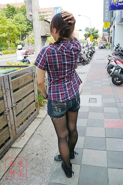 Lativ 經典格紋襯衫 女(M)款 紅藏青格 背面