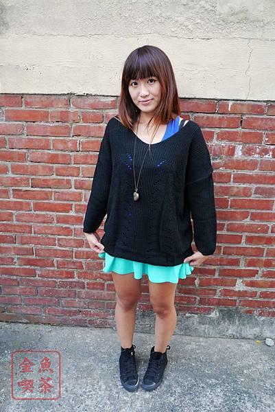 Miruru 米路 韓製。純淨葉子式縷空針織上衣