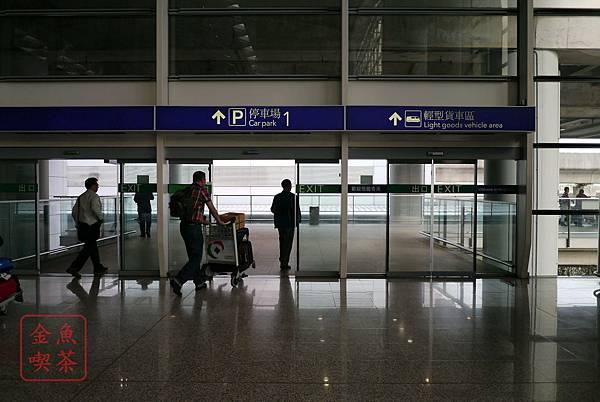 香港機場往市區的巴士站方向