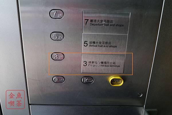 香港機場坐電梯下樓去巴士站