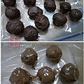 餅乾巧克力球 沾附上軟化的巧克力之後冰硬即完成