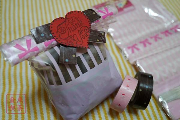 餅乾巧克力球 使用大創有底包裝帶及紙膠帶做裝飾