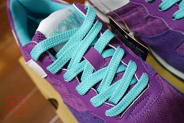 PONY SOLA-V玩味異素材復古配色慢跑鞋-紫 鞋帶細部