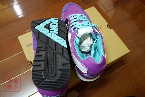 PONY SOLA-V玩味異素材復古配色慢跑鞋-紫 鞋底