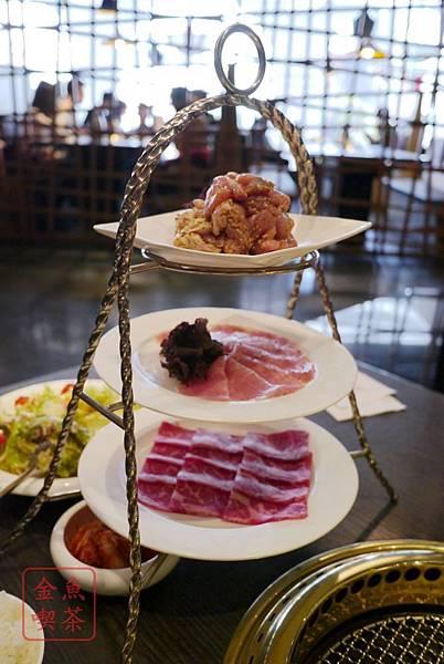 屋馬燒肉 由上而下 義大利香草雞、人氣松坂豚、安格斯貝身牛小排