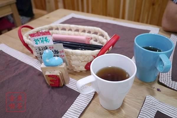 大西屋おおにしや 桌面與麥茶