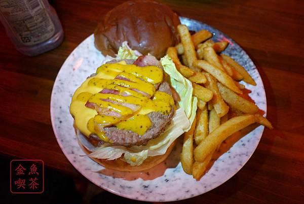 大俠愛吃漢堡堡 培根起士牛肉堡-天殘腳系列