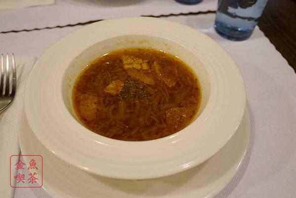 呷義義大利麵 洋蔥湯