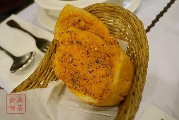 呷義義大利麵 香蒜麵包