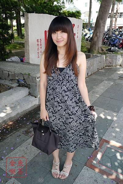 CACO 小花圖騰長洋裝(黑) 全身照
