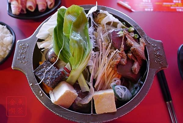 老先覺麻辣窯燒鍋(府前店) 麻辣鴛鴦鍋 配胡麻口味