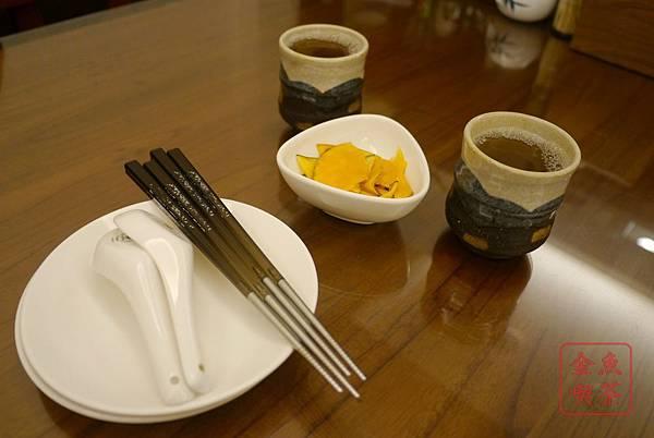 菘禾日式創意料理 餐具 茶水