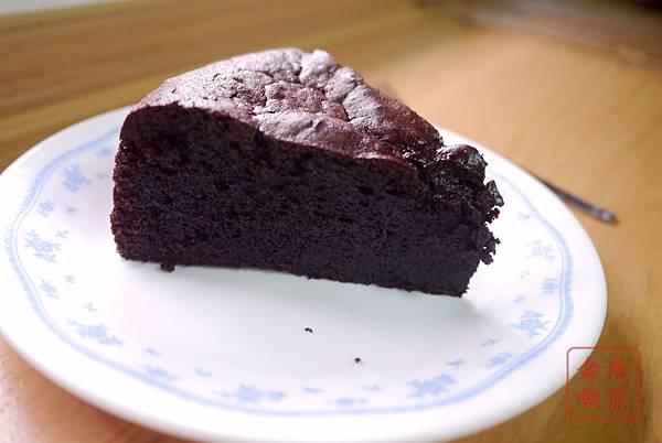 經典巧克力蛋糕 切片後