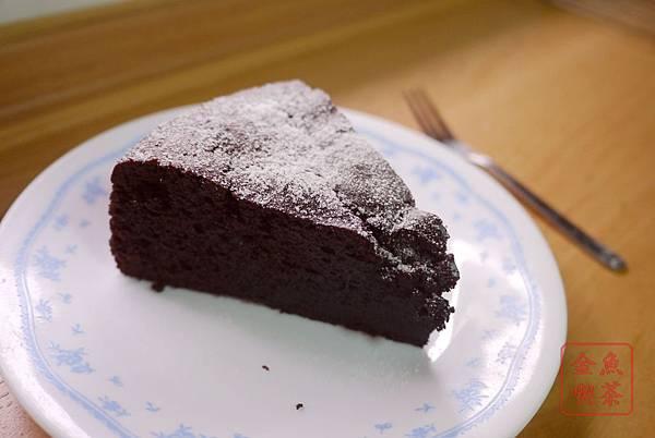 經典巧克力蛋糕 灑上糖粉