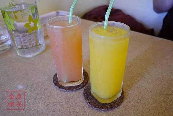 蒂娜生活廚房 附餐的柳橙汁葡萄柚汁