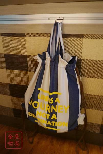 淳鳩一夫拉麵 桌子下可以掛包包