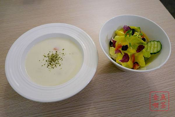 窩有Fu餐食咖啡 附餐沙拉跟濃湯