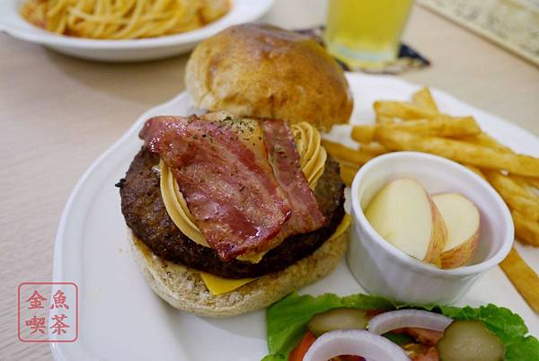 窩有Fu餐食咖啡 花生培根牛肉漢堡