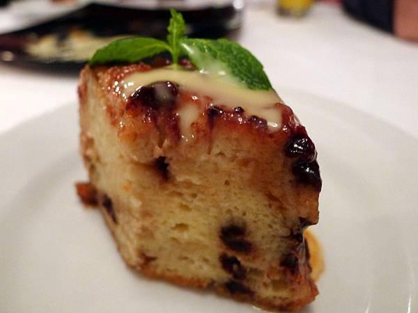 餐廳贈送的濕潤鬆軟馬芬蛋糕剖面圖