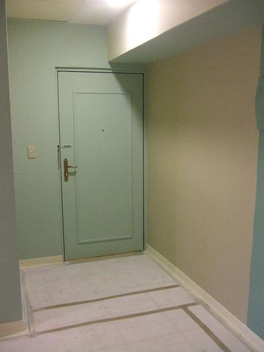 同牆壁色的門.jpg