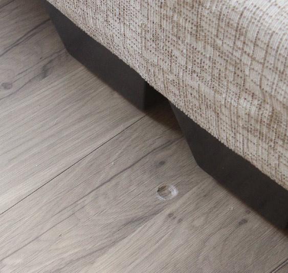 木地板的洞.jpg