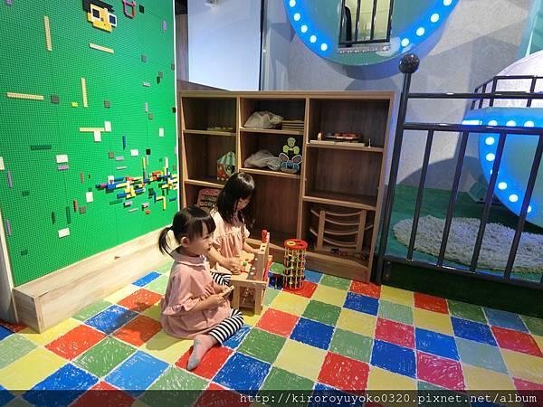 樂高創意積木牆3.JPG