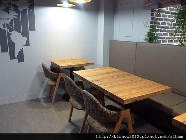 vita7-桌椅.JPG